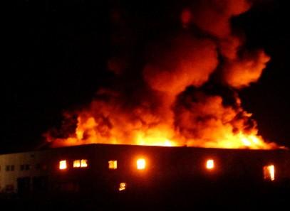 In fiamme il sito di stoccaggio dei rifiuti. Il cielo di Ferranzano coperto da nube nera: un disastro ambientale annunciato e solo ora indaga la Procura!!!