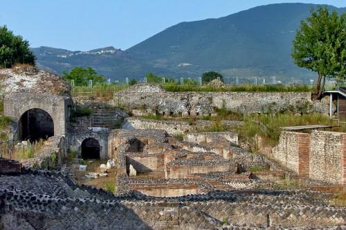 Domenica (21 luglio) la visita guidata all'antico Teatro romano di Cales…per conoscere, apprezzare e difendere