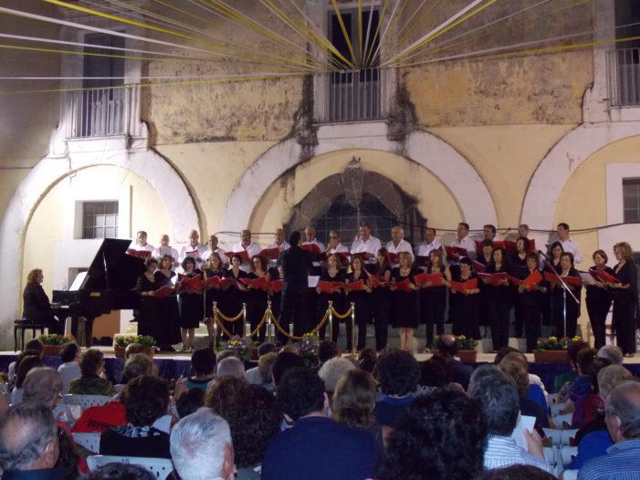 """Grande successo per il concerto del """"Coro polifonico"""" di Pignataro e della polifonica """"Resonare Fibris"""" di Caserta"""