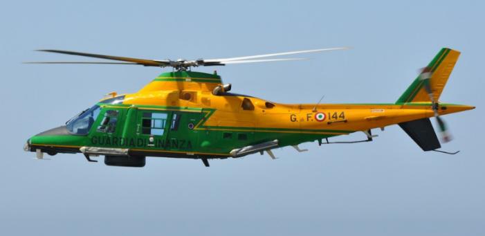 Ricognizioni Aeree Da Parte Di Un Elicottero Della Guardia Della