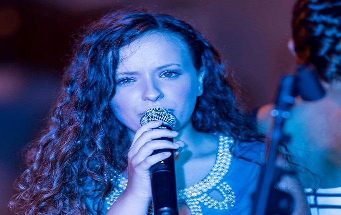 La pignatarese Greta Giordano finalista ad un concorso canoro nazionale. A presiedere la giuria il grande Mogol
