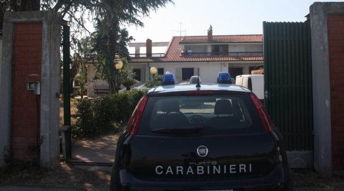 """Scoperto un """"bunker"""" ricavato sotto il pavimento della mega villa appartenuta al boss-pentito Antonio Abbate: Polizia Locale e Carabinieri sul posto (guarda le foto)"""