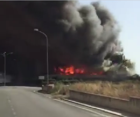 Nube tossica nel casertano: in fiamme deposito industriale