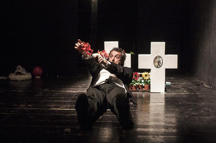 """Giovedì 16 novembre: Teatro delle Bambole di Bari presenta """"Se Cadere Imprigionare Amo"""" di Andrea Cramarossa"""