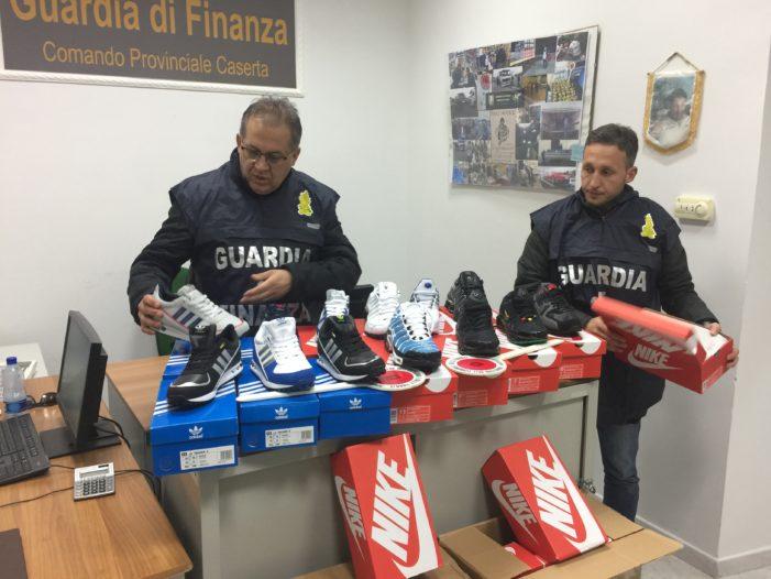 Sequestrate 1.600 paia di scarpe sportive contraffatte provenienti dalla Cina e importate attraverso la Spagna