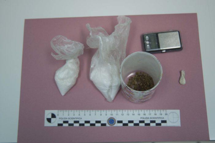 Trovato in possesso di cocaina, finisce ai domiciliari in attesa di direttissima