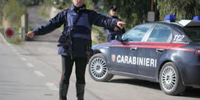 Inseguimento mozzafiato nella notte: 30enne a bordo di una macchina rubata elude l'alt dei carabinieri