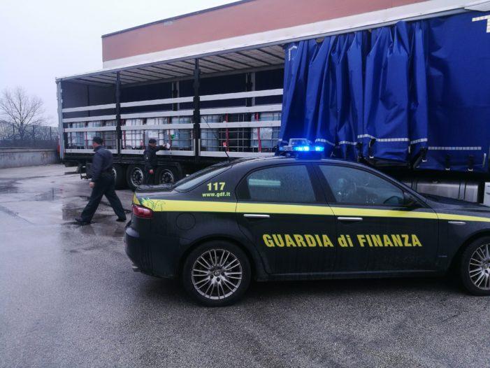 La Guardia di Finanza sequestra 2 autotreni con a bordo 45 tonnellate di gasolio per autotrazione di contrabbando e denuncia due autisti ucraini