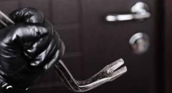 Accusati di 17 furti tra banche, gioiellerie e negozi: misura cautelare per 7 persone