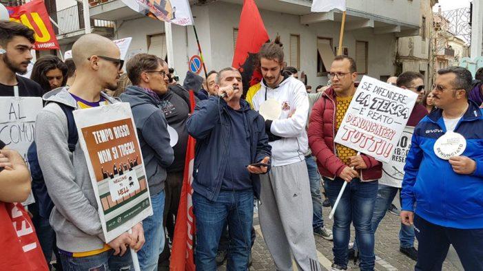 Bellona, ancora fumarole all'Ilside: la lunga storia di ritardi e repressione contro i cittadini