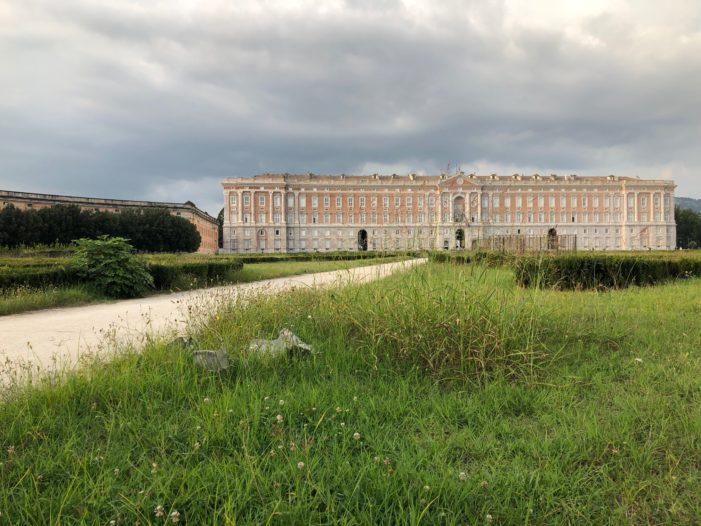 La nuova vita dei giardini di Piazza Carlo III: al via la riqualificazione della piazza più grande in Italia e fra le più grandi del mondo