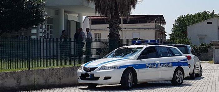 """Affidamento per la gestione della piscina comunale, l'opposizione di Scialdone e Cammuso """"segnala"""" la questione alla Procura e all'Anac"""