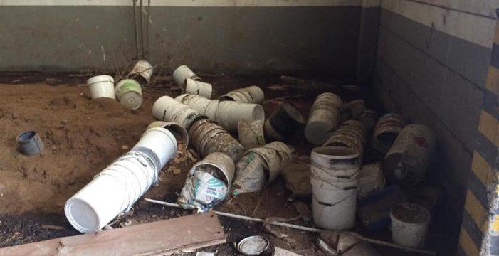 Sparanise, la vergogna dell'ex tabacchificio: abbandonato tra vecchi e nuovi rifiuti