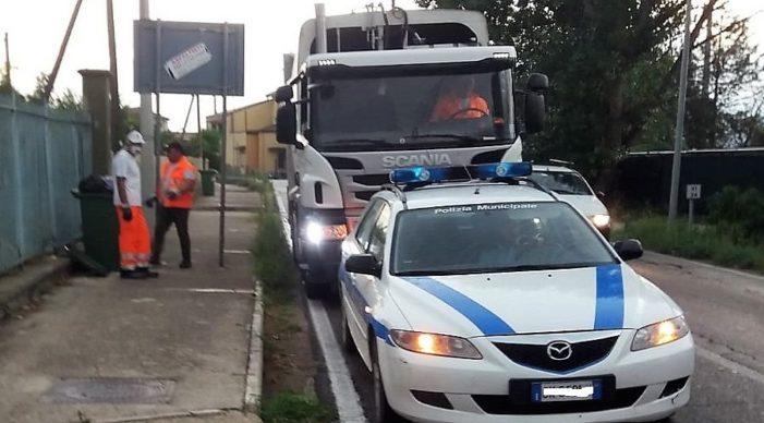 Dopo i vari blitz della Polizia Locale sulla differenziata, il Sindaco Russo modifica il calendario della raccolta rifiuti per le utenze commerciali