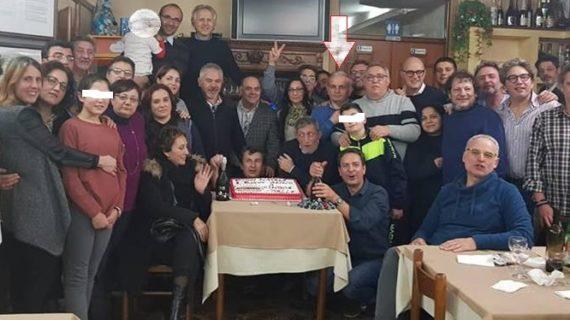 Il Sindaco Russo ospite alla cenetta natalizia del Movimento 5 Stelle con tanto di taglio di torta stellata