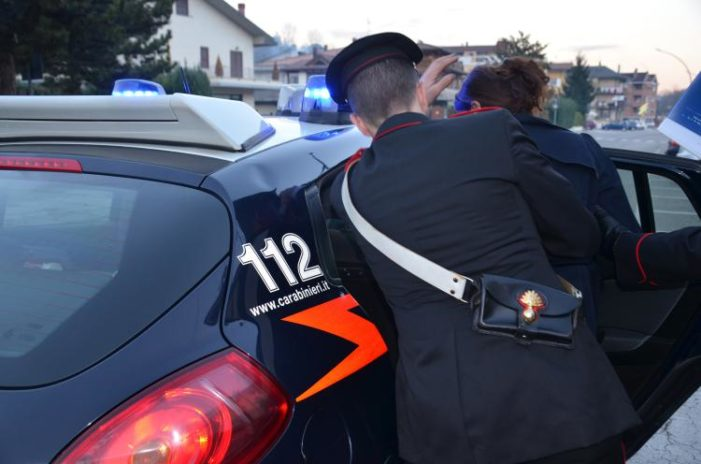 Furto all'interno del parco commerciale. Arrestate due ragazze