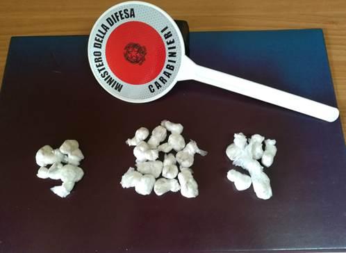 25enne trovata in possesso di crack e cocaina. Finisce nel carcere di Pozzuoli