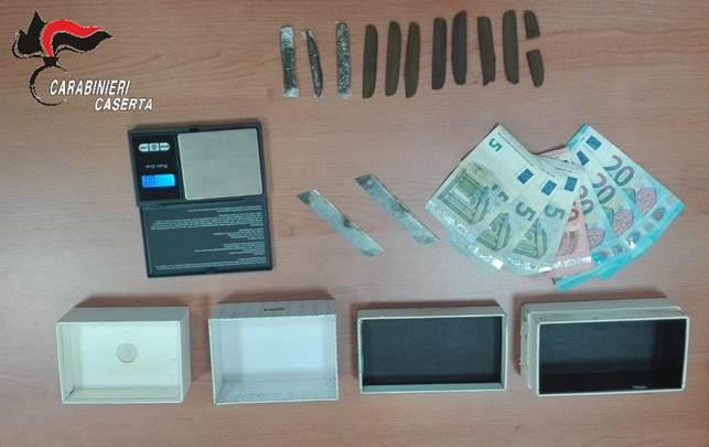 Arrestata una coppia di coniugi che spacciava cocaina/32enne ai domiciliari trovato in possesso di hashish