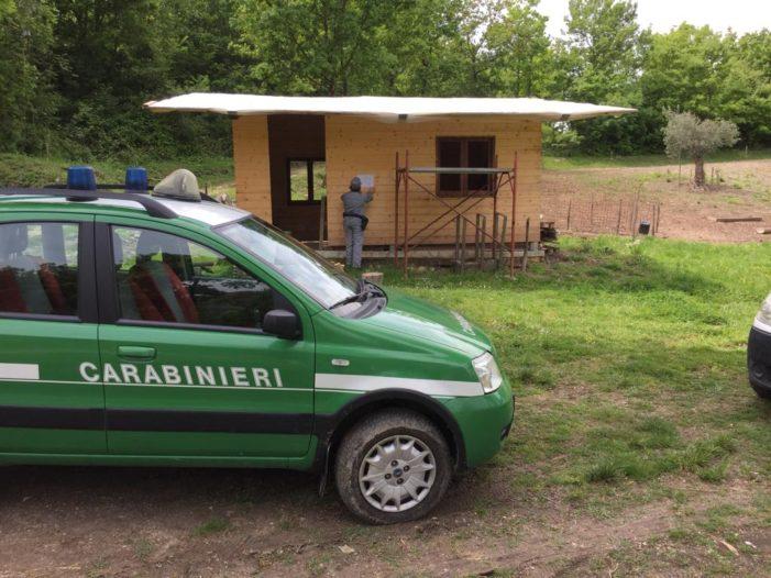 Sequestrata una casetta di legno in costruzione: era in un'area a rischio idrogeologico