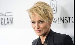 """Nel suo libro Sharon Stone racconta """"Il Bello di Vivere Due Volte"""""""