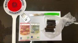 45enne arrestato per detenzione di fini di spaccio di droga: aveva dell'hashish in camera