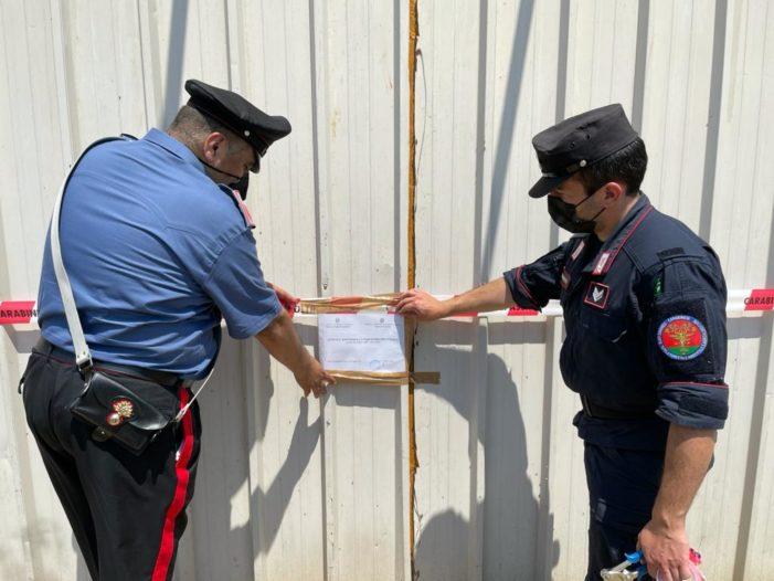 Attività di falegnameria abusiva su area gravata da vincoli. I carabinieri denunciano 3 persone